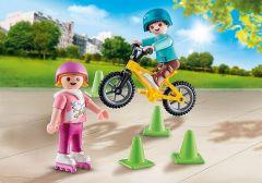 Kinderen-met-fiets-en-skates-70061